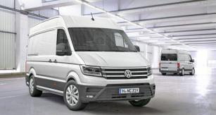 Nový VW Crafter se liniemi čelní partie řadí vedle nového Transporteru, ale také se hlásí kdesignu modelu Passat