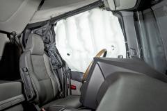 Scania vHannoveru představila záclonové aribagy pro tahače, jež byměly výrazně omezit riziko zranění posádky při převrácení kamionu
