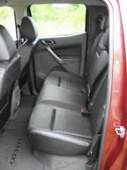 ford-V druhé řadě je dostatek místa, ideálně pro dva cestující