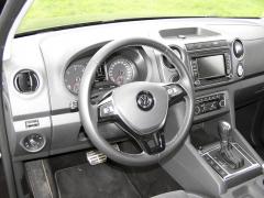vw-Ačkoliv interiér je velmi komfortní, pracoviště řidiče je praktické a přehledné