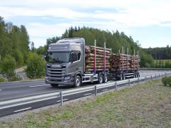 Scania R500 B6x2NB, celková hmotnost 53,3 tuny, délka soupravy 24 m