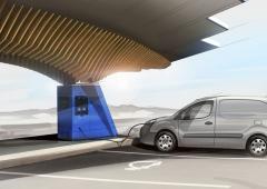 Solární dobíjecí stanice umožňuje jak standardní tak i rychlodobíjecí režim všem běžným dopravním prostředkům