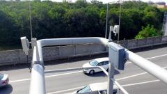 Komunikace mezi vozem a komunikátorem instalovaným u světelné signalizace probíhá bezdrátově