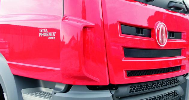 Označení obchodních řad vozidel Tatra nyní nově najdeme exkluzivně na bocích vozů.