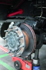 Samotné kotoučové brzdy pochází znabídky světově známého výrobce KNORR.