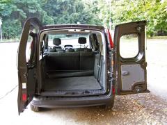 Renault - Zadní asymetricky dělené dveře umožňují naložit i europaletu
