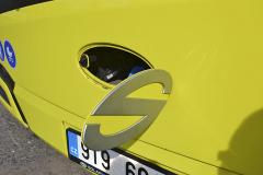 Ukázka velkého důvtipu – doplňování kapaliny do ostřikovačů a tlačítko ovládání otevírání/zavírání předních dveří z vnějšku vozu