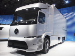 Futuristický automobil Mercedes-Benz eTruck Urban pro rozvoz zboží po městě