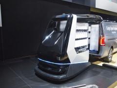 Futuristický vozík při nakládce dodávky