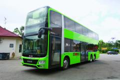 Patrový autobus měří dohromady 12m nadélku, 4,40m navýšku a2,55m je široký.