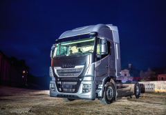 Iveco uvedlo načeský aslovenský automobilový trh nejnovější varianty svých vozidel Stralis vmodelech XP aNP silniční tahač.