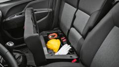 fiat - Pod sedadlem pro spolujezdce je praktický úložný prostor
