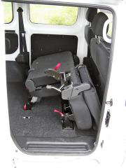 """nissan - Druhou řadu sedadel lze sklopit, """"zabalit"""", nebo zcela vyjmout z vozidla"""