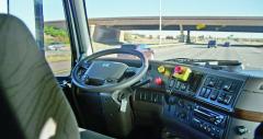 Zajízdy sice prázdný interiér vozu vypadá bláznivě, ale bezpečnost provozu je paradoxně vyšší.