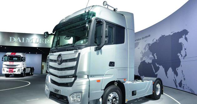 Navývoji silničních tahačů  generace Auman EST směrem ktzv. Internet  Super Trucku spolupracuje Foton Motor Group  scelou řadou významných světových výrobců. Patří  mezi ně především Daimler AG, Cummins Inc., ZF  Friedrichshafen AG, COSCO Logistics, CEVA logistics,  Faurecia, WABCO, Continental AG, TUV Rheinland aBaidu.