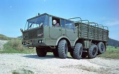 T 813 – prvá štvornápravová Tatra ahneď veľmi úspešná. Vsvojej dobe nemala jednoducho vo svete porovnanie. Nič lepšie ponašej planéte skolesovým podvozkom vtej dobe nejazdilo.