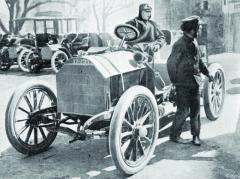 SMercedesem vybaveným motorem omaximálním výkonu 60 kvyhrál Hieronymus přeslavný závod La Turbie vroce 1903. Jeho vítězný čas již nebyl nikdy překonán, neboť oddalšího roku se jelo již napozměněné trati.