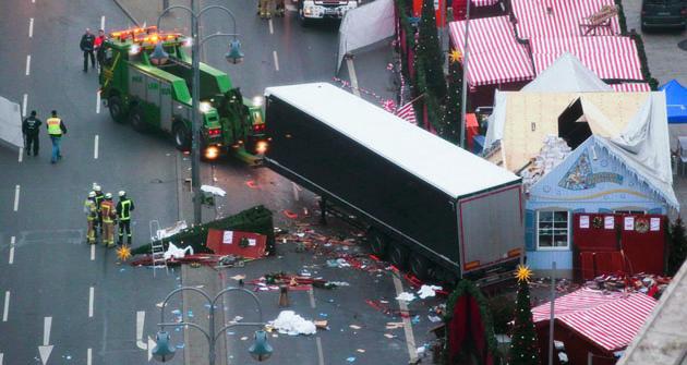 Vánoční trhy vBerlíně si nakonci roku 2016 vybral další šílený terorista kespáchání svého činu.