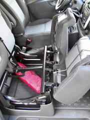 Fiat - Pod dvoulavicí spolujezdců je skrytý úložný prostor