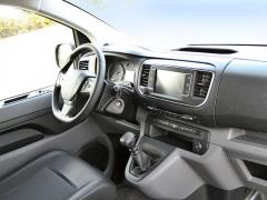Peugeot - Elegantní a přehledné je pracoviště řidiče nového Experta