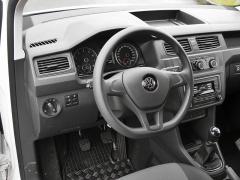 VW - Přehledná, praktická, výborně ergonomicky řešená, je palubní deska modelu Caddy