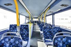 V patře e-busu je 37 sedaček