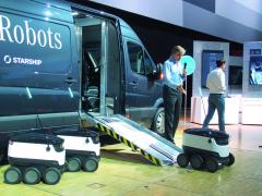 Robot-vozítko samostatně sjede po rampě znákladového prostoru dodávkového vozu a vyrazí do cíle, dle zadaných souřadnic a parametrů.To, že společnost Starship Technologies nabídla trhu optimalizované řešení finálních dodávek zboží kzákazníkovi, neuniklo koncernu Daimler AG. Nyní má německý autovýrobce ve společnosti již vlastnický podíl.