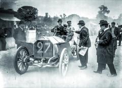 Závodní vozy aletadla byly realizovanými sny Hieronyma. Obětoval jim vše, dokonce isvůj život.