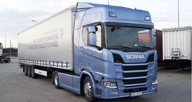 Nová Scania R 450 střínápravovým návěsem Krone