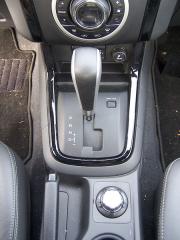 isuzu - Volič samočinné převodovky umožňuje i manuální řazení rychlostních stupňů