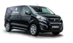 Foodtruck vychází zmodelu Nový Peugeot Expert, posklopení pultu ho lze zaparkovat vjakémkoli podzemním parkovišti.