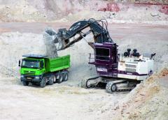 """""""Pracovní stroje"""" T 158 akloubové dumpery jsme srovnávali vesměnných provozech zareálného pracovního nasazení."""