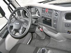 Pracoviště řidiče je praktické a přehledné, palubní počítač nabízí velké množství dat o vozidle