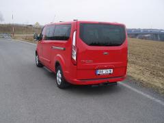 ford-Pro verzi Tourneo je kdispozici výklopná zadní stěna nebo dvoukřídlé dveře