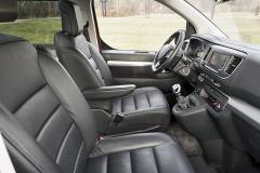 Sedadla jsou velmi pohodlná a pracoviště řidiče přehledné a funkční