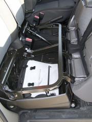 renault - Pod lavicí spolujezdců je velký zavazadlový prostor