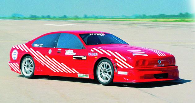 První výjezd rychlostního speciálu Ecorra Sport V8 kezkušební jízdě naletišti Mošnov 8. 6. 1997. Zavolantem Dr.Vladimír Dolejš.
