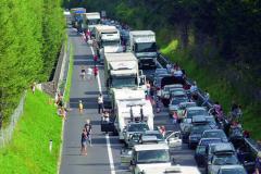 Většinou za kolony primárně může nehoda či opravované úseky. Někdy však také samotní řidiči.