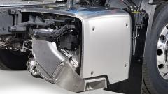 Zcela přepracován, menší i lehčí je systém následné úpravy výfukových plynů