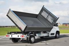 Podvozek Peugeot Boxer, třístranný sklápěč Cantoni montuje Auto-Tech