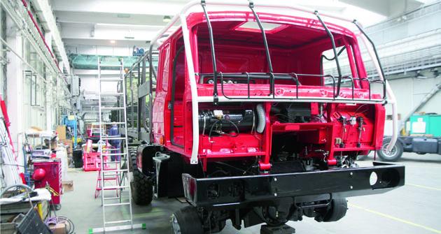 Podvozek byl osazen kabinou a začalo se na její výbavě. Významnou část prací zabrala rekonstrukce nové elektriky vozu.