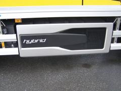 Na levé straně je uložen hybridní modul – akumulátory a jejich systém chlazení