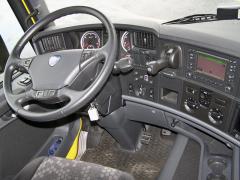 Ergonomicky tradičně na vysoké úrovni je i pracoviště řidiče distribučního vozidla