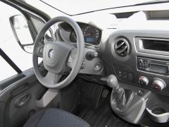 opel-V interiéru jsou všechny spínače i ovladače vdobrém dosahu i připoutaného řidiče