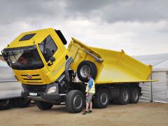 Tatra Phoenix se sklápěcí nástavbou