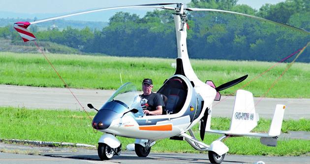 Certifikovaný prototyp, s poháněným příďovým kolem, v plné jízdě.
