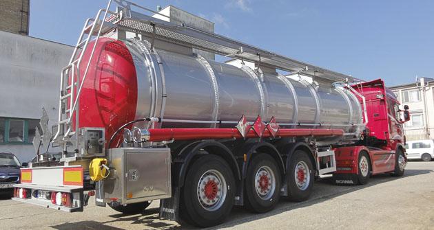 Jednokomorový cisternový návěs na přepravu kyselin a louhů
