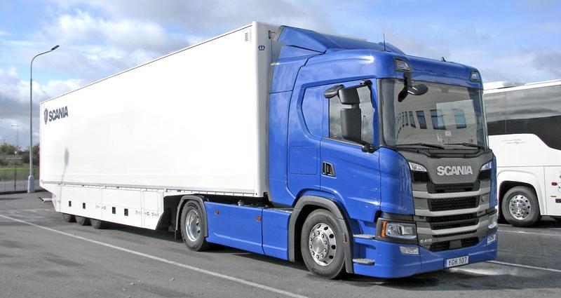 Pětinápravová jízdní souprava celkové hmotnosti 40 t s tahačem Scania G410 4x2 302 kW (410 k) a návěsem představuje evropský standard pro dálkovou dopravu
