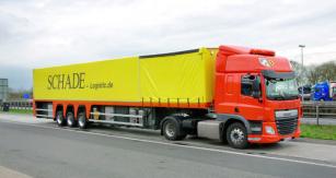 Přípojné vozidlo tohoto typu je velmi působivé, protože je určeno pro přepravu dlouhého skla o délce až 12 000 mm.