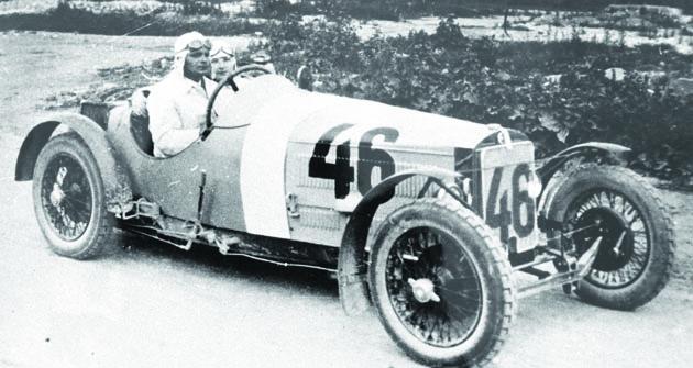 Sportovní provedení vozidla Z18 zroku 1929. Zavolantem zkušební jezdec Ing.A. Voženílek.